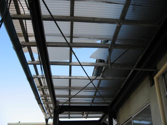 波板屋根の補修