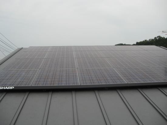 板金葺き屋根への太陽光発電設置