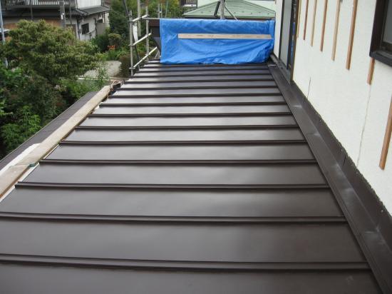 長尺トタン屋根の部分葺き替えです