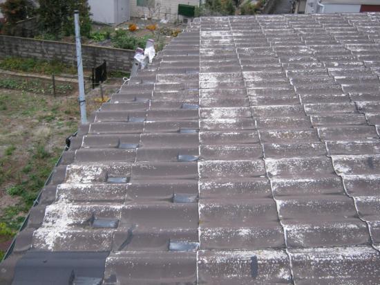 軽量波型状屋根材をT・ルーフに葺き替えます。