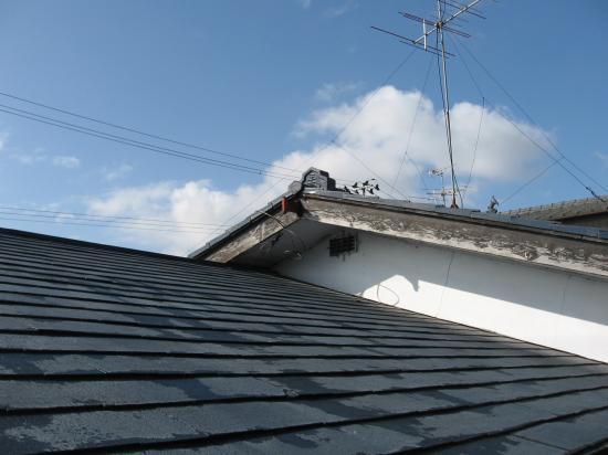 古いコロニアル屋根の葺き替えです